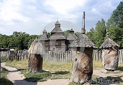 glise-en-bois-voisine-de-ruches-antiques-53363066