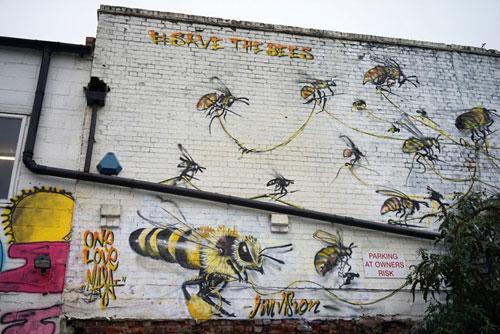 louis-masai-michel-street-art-londre-abeilles-realiste-0